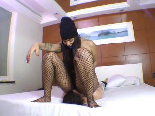 Mirella Gibson Slave Mummy – Extreme Facesitting MF - cruel facesit - lesbian girls diaper fetish porn