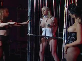Anna Double Teamed By Strap-on Bitches, party hardcore amateur on blonde porn