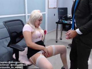 Blondie try to  squirt a lot in boss pants!?