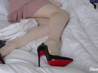 Shiny Shoejobs presents Louboutin Hot Chick Fantasy