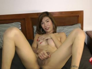 Cindy Gets Off In Bed