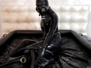 7543 Latex Catsuit Gasmask Girl Gets Horny