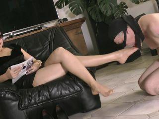 Goddess Leyla – Adore Me And My Sexy Feet – Foot Worship