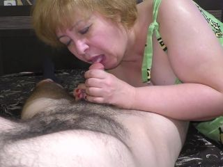 Mom gave a blowjob to her stepson and had anal sex on the bed