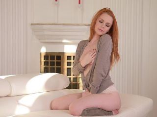 Ella Hughes (Luscious Single: British Redhead Masturbates At Home / 17.02.2017)