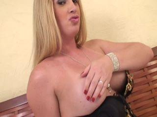 Online shemale video Blonde Tranny BBW Pumps Her Stiff Willy