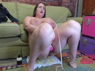 Fatty Jeri Lynn first time with giant dildo and self fisting