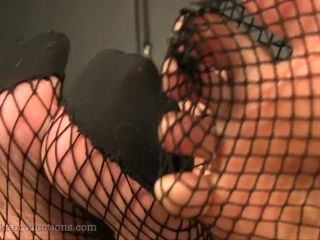 Video online Sarah DiAvola, Miss Quin - Grovel At The Feet