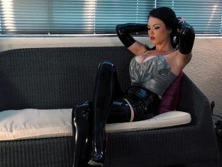 Lustrous Latex Young Goddess Kim