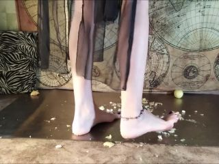 CRUSH FETISH Crush Ugly Apples Barefoot Fruit Crush Bare Feet -- Nina Yo