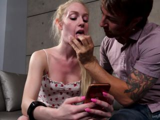 Emma Starletto - Texting While Sucking