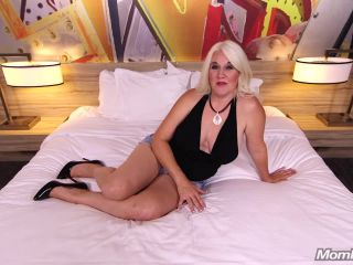 Annah - Thick Beautiful MILF with big ole titties