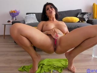 Hot milf camgirl massive tits squirts fingering sy