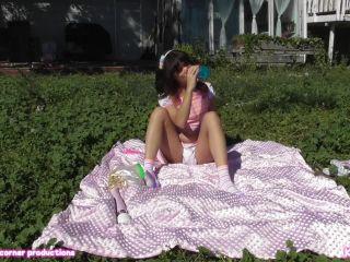 Porn tube Kiki Cali – Backyard blankie cummies 1280×720 HD