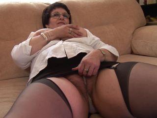 Granny Solange Pussy Show