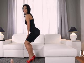Sybian Princess - Takes Her Pussy on a Joyride