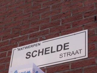Meiden Van Holland - Josje grijpt een Havenarbeider!!!