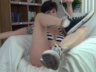 milf - Mrs Mischief in Footboner