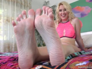 Footfetishdaily.com- Meet Samantha Rone