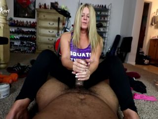 Jamie Gives Personal Trainer a Footjob