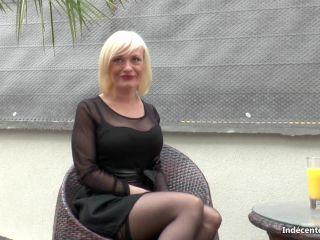 Caroline, blonde cougar depucelee du cul a 38 ans !
