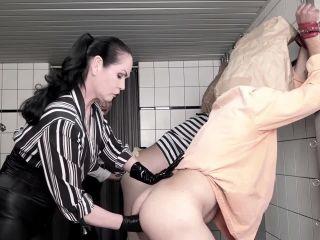 Carmen Rivera, Contessa Barbara Calucci, Franky, Unbekannt, Unbekannt in Dumm, Duemmer.. Sklave: Folter Werkzeug —
