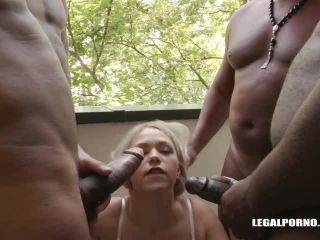 Selvaggia faces four black bulls the result is double anal IV195 / 23. ...