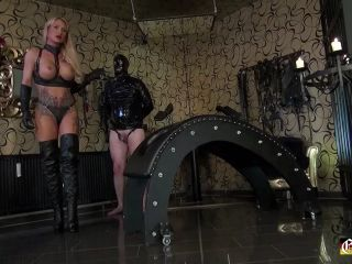 Welcome to Calea Toxic - Calea Toxic Whipping and Training of the Slave!!!