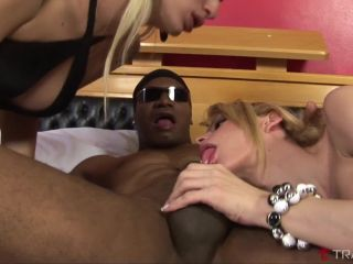 Online shemale video Hot Blond Trannies Share A Mouthful Of Cum