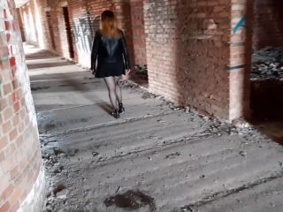 I AM FUCKING MY BOYFRIEND INTO THE ASS IN ABANDONED BUILDING (PEGGING)