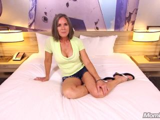 Livia (Sexy cougar trying porn / 2017-12-07)