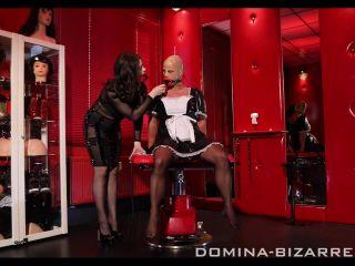 Mistress Bella Lugosi transformiert den Sklaven zur Sissy Zofe�