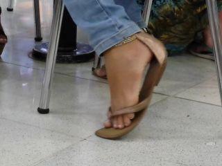 Candid shoeplay!