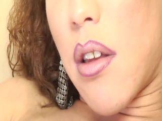 Video online Paloma The Transsexual Midget, Scene 1
