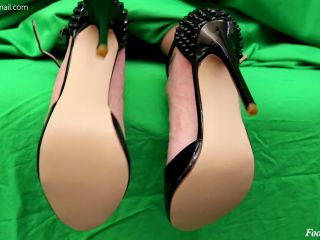 Big Latina Feet Get a Big Sticky Load - STICKY SOLES,  on latina girls porn