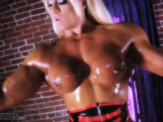 Lisa Cross Posing Naked in Oil