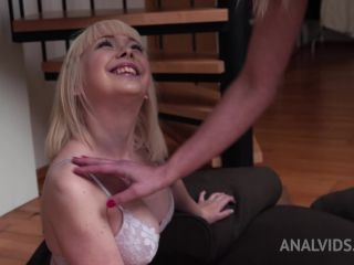 Brittany Bardot and Cherry English try deep fisting to squirt