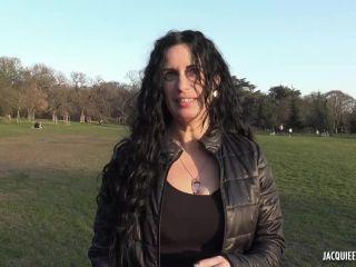 Jacquieetmicheltv presents Leila, 40ans, coiffeuse ! –
