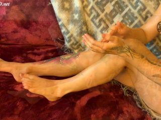 Hot Girl Gives Amazing Footjob – KittyandTheWolf69 | handjob | handjob