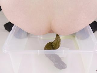 HouseofEra - Era pooping - peeing - packaging in bag [FullHD 1080P] - Screenshot 4