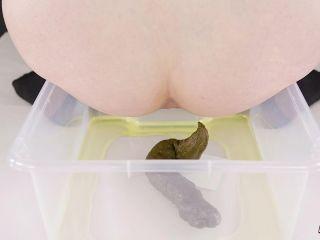 HouseofEra - Era pooping - peeing - packaging in bag [FullHD 1080P] - Screenshot 5