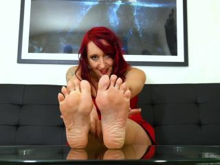Feet – Aurora Barefoot, Look One