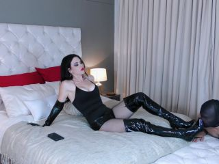 Young Goddess Kim: Latex Hotpants Smother, mz berlin femdom on fetish porn