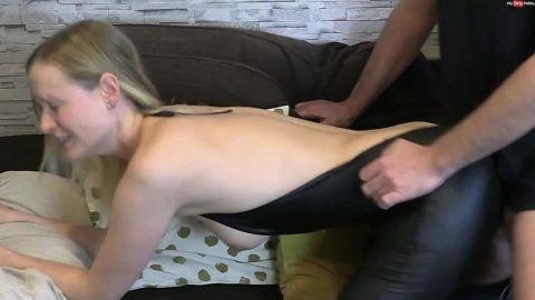 blondehexe - Mit Spermafotze - Besuch einer geheimen Swingerparty [FullHD 1080P]
