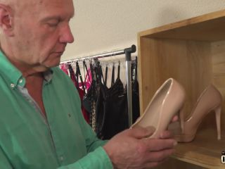 Oldje presents Oldje 711 - Peeking On A Sexy Girl - Alessandra Amore on old/young