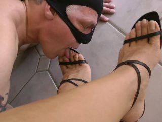 Online Tube Goddess Leyla in My Worthless Footslave - femdom