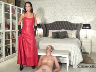 Chateau-Cuir – Fetish Liza – Smothered by his leather queen