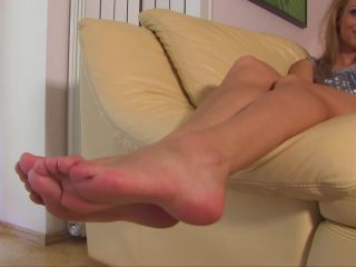 Porn online Shiny soles – Noemis World – Audra shows her wide sexy soles