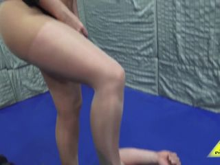 Head Scissor – Antschas wrestling and fetish store – Lexi Max scissors him | lexi max | muscle