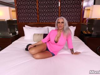 Porn online Mompov.com -  Alyssa Bartender MILF doing shots of cum
